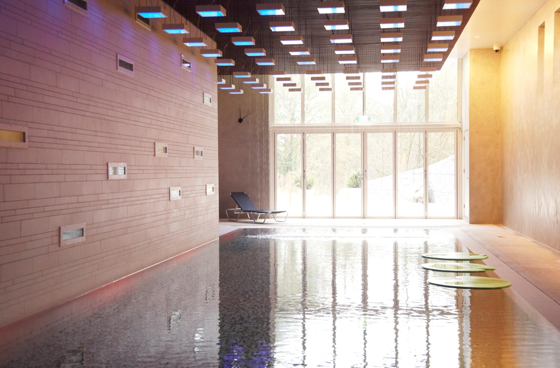 LR overzicht zwembad blooming hotel.jpg